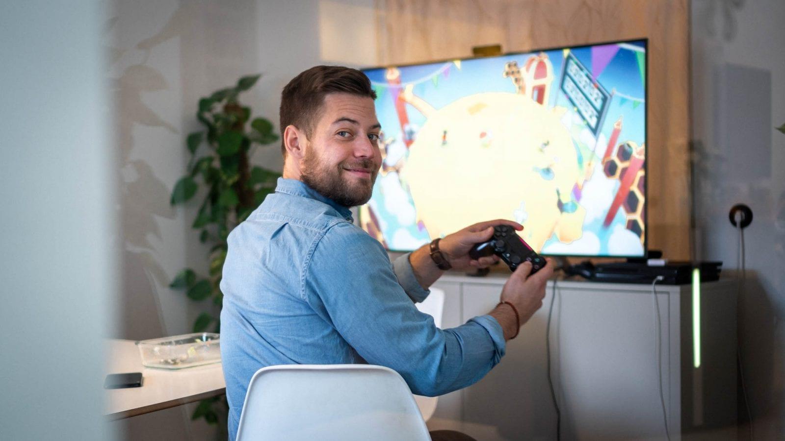 Nils spelar PS4